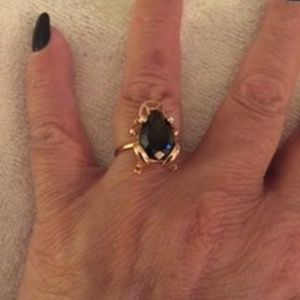 GOLD TONE SETTING BLACK STONE LUCK FROG RING 7.5